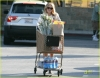 hilary-duff-grocery-shopping-01.jpg