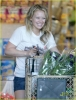 hilary-duff-grocery-shopping-07.jpg